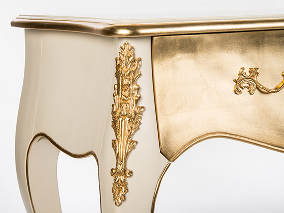 2-cream-gold-onsole-furniture-detail